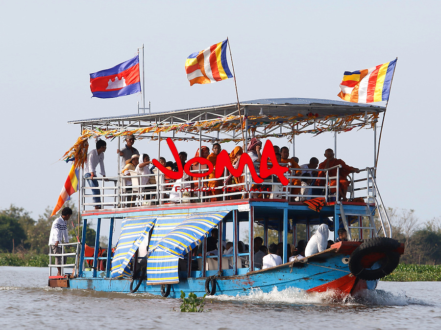 MONKS IN THE FERRY CROSSING TONLE SAP RIVER