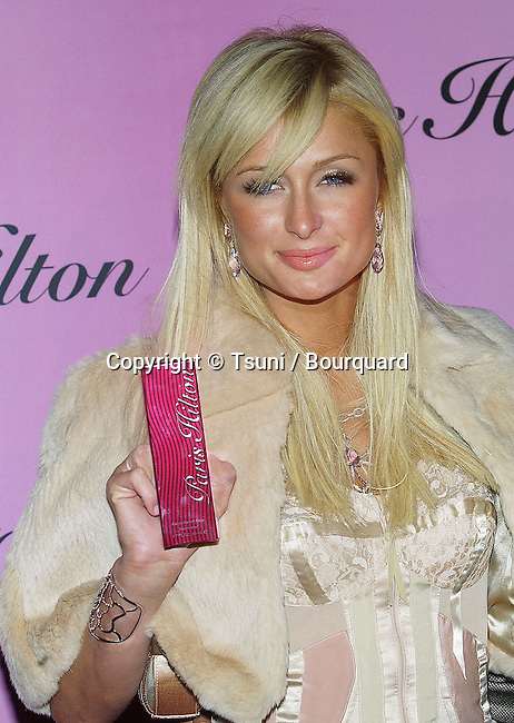 Paris Hilton New Fragrance Lauchn Party at the LACCMA Museum in Los Angeles. Decembre 3, 2004.