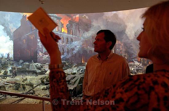 Utah Governor Michael Leavitt tours the Museum of the Great Patriotic War<br />
