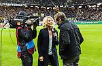 Solna 2015-10-04 Fotboll Allsvenskan AIK - Malm&ouml; FF :  <br /> Cmores Lovisa Giertta intervjuar AIK:s chefstr&auml;nare tr&auml;nare Andreas Alm inf&ouml;r matchen mellan AIK och Malm&ouml; FF <br /> (Foto: Kenta J&ouml;nsson) Nyckelord:  AIK Gnaget Friends Arena Allsvenskan Malm&ouml; MFF TV Tv-k&auml;ndis k&auml;ndis portr&auml;tt portrait