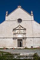 Italia, Isole Tremiti.<br /> Isola di San Nicola, la chiesa di Santa Maria a Mare.<br /> Italy, Tremiti islands.<br /> San Nicola island, Santa Maria a Mare church.