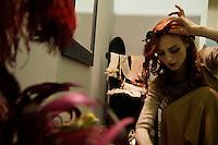 Milano: Eve la Plume prima del suo spettacolo di burlesque