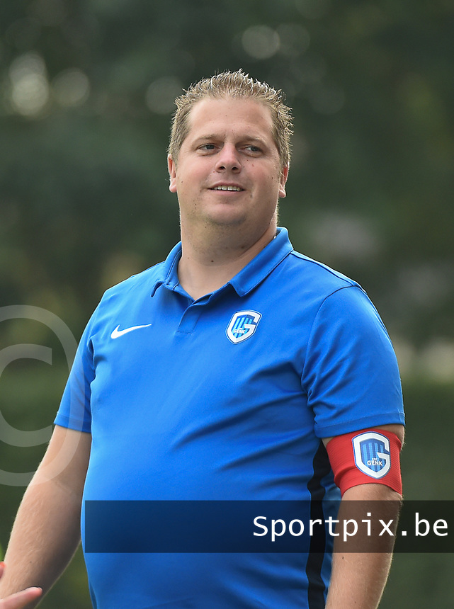 20181006 - DIKSMUIDE , BELGIUM : KRC Genk's coach Davy Neyens  pictured during a soccer match between the women teams of Famkes Westhoek Diksmuide Merkem and KRC GENK B  , during the 3th matchday in the 2018-2019  Eerste klasse - First Division season, Saturday 6 October 2018 . PHOTO SPORTPIX.BE | DIRK VUYLSTEKE