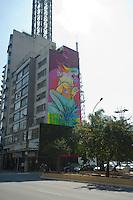"""SAO PAULO, SP, 28.10.2014 - Um novo grafite surgiu na esquina das avenidas Consolação com Paulista, a obra, criada pelo artista NOVE, chamada: """"Lembrança de uma doce primavera"""" foi criada em prol da campanha """"Outubro Rosa"""" nesta terça-feira, 28 ( Gabriel Soares/ Brazil Photo Press)"""