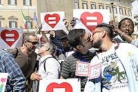 Roma, 18 Aprile 2015<br /> Piazza Montecitorio<br /> Associazioni omosessuali, Certi diritti, Affermazione Civile, davanti  la sede della Camera dei Deputati a Montecitorio per chiedere la riforma del Diritto di Famiglia che estenda il matrimonio civile a tutte e tutti.<br /> Lostesso amore, gli stessi diritti.<br /> Bacio