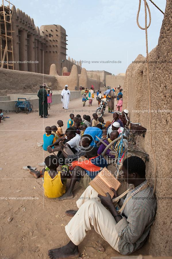 MALI, Djenne , Grand Mosque built from clay is a UNESCO world heritage site, madrasa islamic school / MALI, Djenne , Grosse Moschee gebaut aus Lehm ist UNESCO Weltkulturerbe, Koranschule