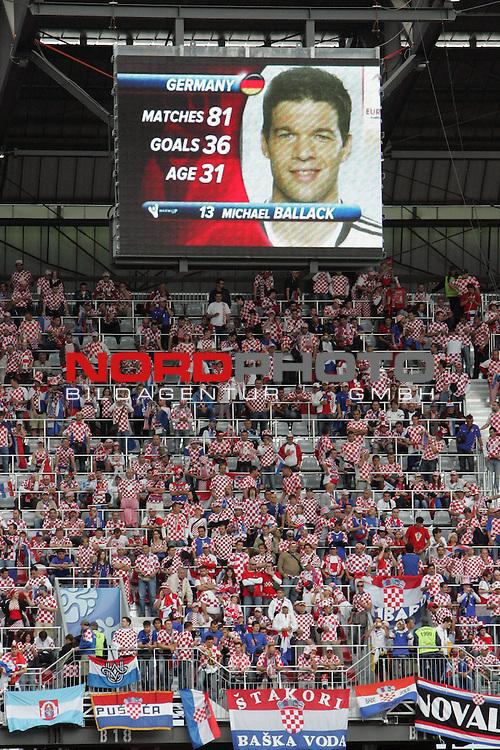 UEFA Euro 2008 Group B Match 11 Klagenfurt - W&ouml;rthersee-Stadion. Kroatien ( CRO ) - Deutschland ( GER ) 2:1 (1:0). Michael Ballack ( Germany / Mittelfeldspieler / Midfielder / Chelsea London #13 ) auf der Anzeigentafel &uuml;ber der Trib&uuml;ne.<br /> Foto &copy; nph (  nordphoto  )