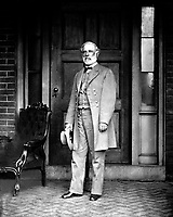 Gen. Robert E. Lee, C.S.A., 1865.  Mathew Brady Collection. (Army)<br /> Exact Date Shot Unknown