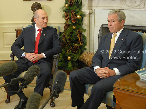 U.S. President George W. Bush (R) meets with the Prime Minister of Israel Ehud Olmert in the Oval Office at The White House in Washington on November 26, 2007. (UPI Photo/Kevin Dietsch)