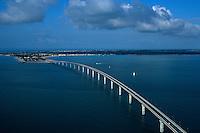 Europe/France/Poitou-Charentes/17/Charente-Maritime/Ile de Ré: Le pont de l'Ile de Ré Vue aérienne