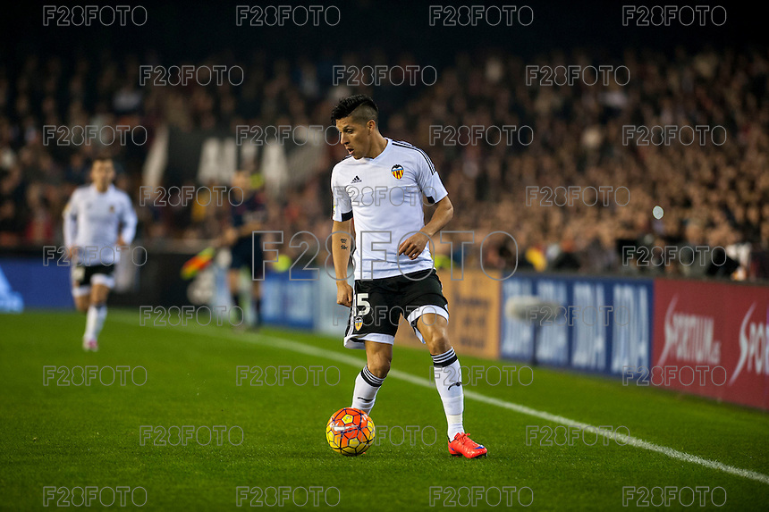 VALENCIA, SPAIN - DECEMBER 5: Enzo Perez during BBVA LEAGUE match between Valencia C.F. and FC Barcelona at Mestalla Stadium on December 5, 2015 in Valencia, Spain