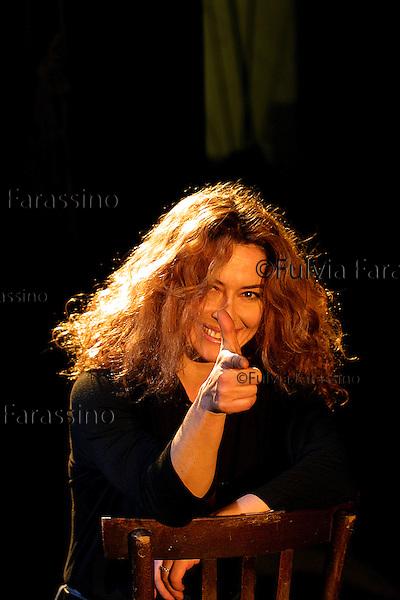 Guerritore.Savona 23/01/2002, Teatro Chiabrera