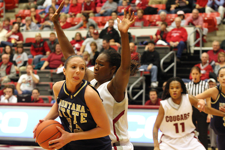 Ebonee Coates (#34), Washington State senior center, plays tight defense during the Cougars game against Montana State in Pullman, Washington, on November 23, 2008.  The Cougars prevailed in the contest, 78-66.
