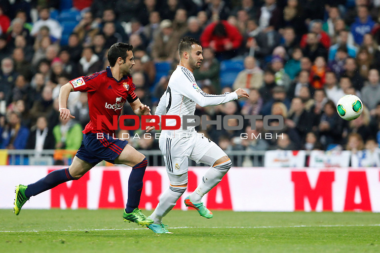 Real Madrid¬¥s Jese (R) and Osasuna¬¥s  during King¬¥s Cup match in Santiago Bernabeu stadium in Madrid, Spain. January 09, 2014. Foto © nph / Victor Blanco)