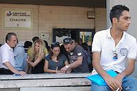 Roma, Giugno 2009 .Centro per l'impiego di Cinecittà.In fila per la preselezione di 544 posti di lavoro all'Ama.Rome, June 2009.Centre for the work  of Cinecittà.Lined up for preselection of 544 jobs