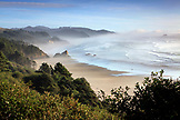 USA, Oregon, Cannon Beach, a view down the coastline south of Cannon Beach