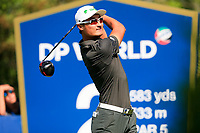 Haotong Li (CHN) on the 2nd tee during the 2nd round of the DP World Tour Championship, Jumeirah Golf Estates, Dubai, United Arab Emirates. 22/11/2019<br /> Picture: Golffile | Fran Caffrey<br /> <br /> <br /> All photo usage must carry mandatory copyright credit (© Golffile | Fran Caffrey)