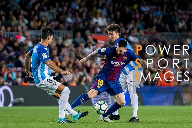 Lionel Andres Messi (l) of FC Barcelona fights for the ball with Adalberto Penaranda (r) of Malaga CF during the La Liga 2017-18 match between FC Barcelona and Malaga CF at Camp Nou on 21 October 2017 in Barcelona, Spain. Photo by Vicens Gimenez / Power Sport Images