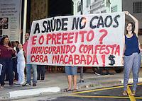 CAMPINAS,SP - 30.11.2015 - PROTESTO-SP - Um grupo de Servidores Municipais da Saúde, protesta contra a inauguração da Avenida Nova Glicério, na noite dessa segunda-feira (30), na região central de Campinas (Foto: Eduardo Carmim/Brazil Photo Press)
