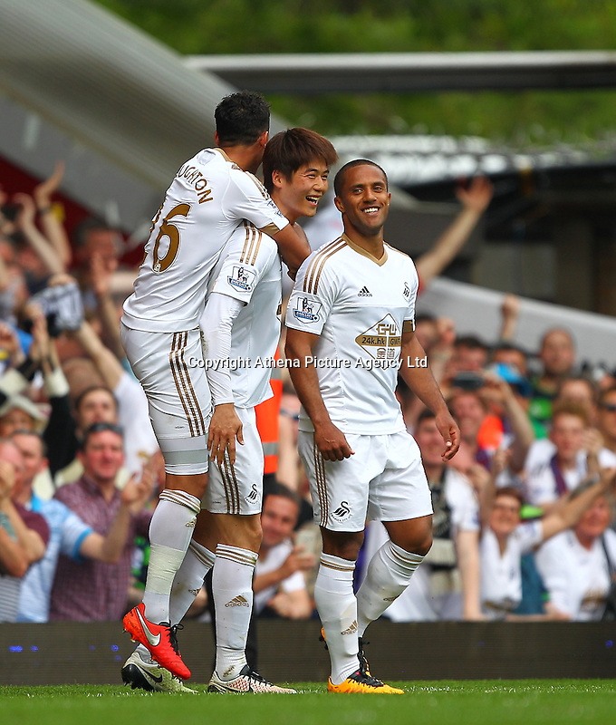 Ki Sung-yueng of Swansea celebrates scoring his sides third goal with team-mate   during the Barclays Premier League match between West Ham United and Swansea City  played at Boleyn Ground , London on 7th May 2016