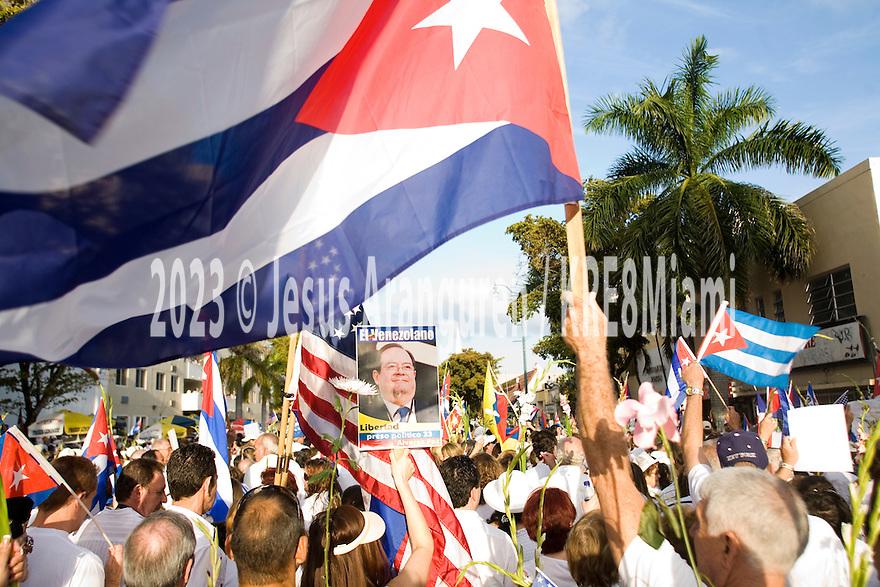 Miami, Florida. Marzo 25,2010; Multitudinaria asistencia a la marcha convocada por Gloria Estefan para respaldar a la Damas de Blanco de Cuba(Foto por Jesus Aranguren)