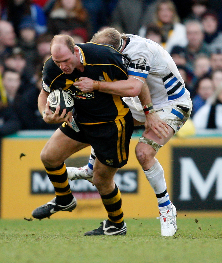 Photo: Richard Lane/Richard Lane Photography..London Wasps v Bath Rugby. Guinness Premiership. 29/12/2007. .Wasps' Lawrence Dallaglio is tackled by Bath's James Scaysbrook.