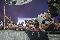Torcida acompanha durante o treino do Corinthians na Arena Corinthians, zona leste de São Paulo (SP), nesta terça-feira (21). A equipe se prepara para enfrentar o Palmeiras em partida válida pelo Campeonato Paulista 2017.<br /> (Foto: Danilo Fernandes/Brazil Photo Press)