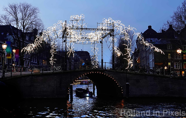 Nederland Amsterdam - december 2018. Amsterdam Light Festival. Spider on the Bridge.  Foto Berlinda van Dam / Hollandse Hoogte