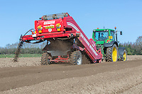 De clodding potato seed bed with Grimme CS 150 combi star & John Deere tractor - Norfolk, March