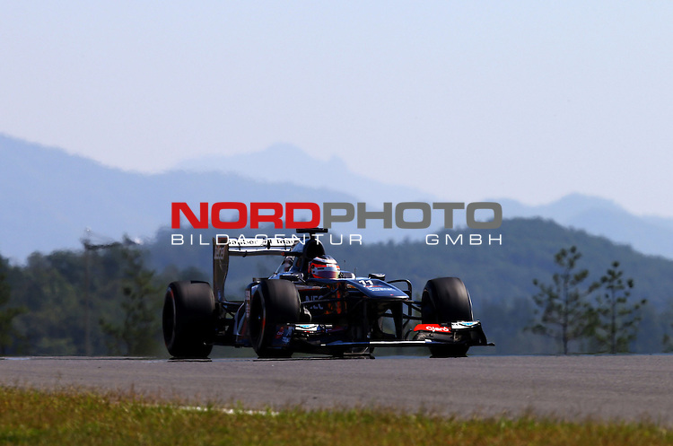 03.06.10.2013, Korea-International-Circuit, Yeongam, KOR, F1, Gro&szlig;er Preis von S&uuml;dkorea, Yeongam, im Bild Nico Huelkenberg (GER), Sauber F1 Team <br /> for Austria &amp; Germany Media usage only!<br />  Foto &copy; nph / Mathis