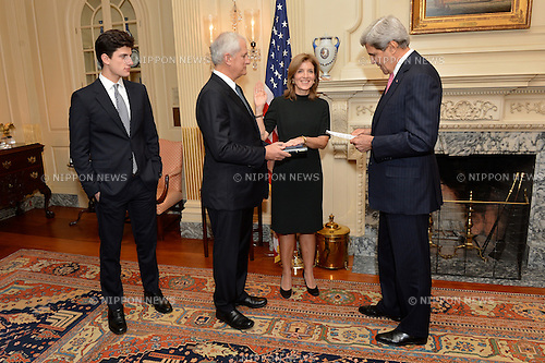"U.S. Secretary of State John Kerry swears in Caroline Kennedy as U.S. Ambassador to Japan at the U.S. Department of State in Washington, D.C., on November 12, 2013. Ambassador Kennedy is accompanied by her husband, Dr. Edwin Schlossberg, and son, John ""Jack"" Schlossberg. (Photo by US State Department/AFLO)"