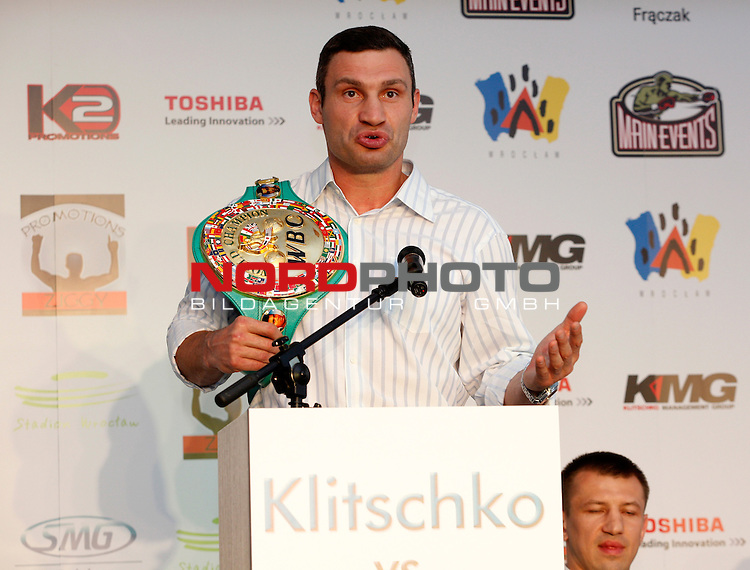 24.05.2011, Wroclaw, PL, WBO, WBC, Pressekonferenz, Vitali Klitschko (GER  / UK) vs Tomasz Adamek (PL), im Bild  WBC heavyweight world boxing champion Vitali Klitschko of the Ukraine, pose at a press conference in Wroclaw, Poland, Tuesday, May 24 2011. Vitali Klitschko will fight Tomasz Adamek for the WBC title in September 2011, Wroclaw, Poland at the arena in Cologne. Foto © nph / SEBASTIAN BOROWSKI