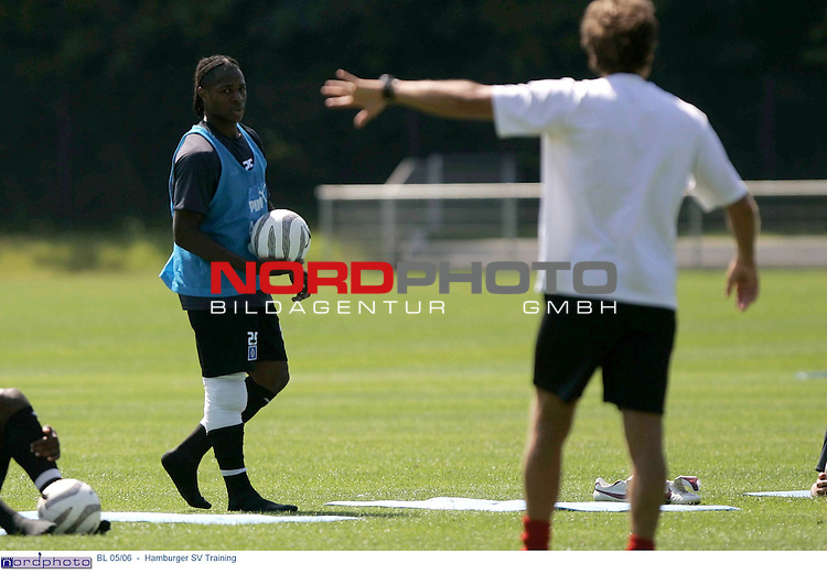 BL 05/06 <br /> <br /> Hamburger SV Training<br /> <br /> Emile Mpenza mit Verband nach dem Training<br /> <br /> Foto &copy; nordphoto - Anja Heinemann<br /> <br /> <br /> <br /> <br /> <br /> <br /> <br />  *** Local Caption *** Foto ist honorarpflichtig! zzgl. gesetzl. MwSt.<br /> <br /> Belegexemplar erforderlich<br /> <br /> Adresse: nordphoto<br /> <br /> Georg-Reinke-Strasse 1<br /> <br /> 49377 Vechta