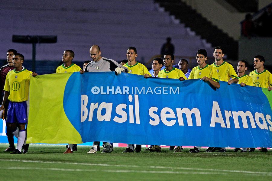 Jogadores de futebol contra a violência e criminalidade. São Paulo. 2005. Foto de Daniel Augusto Jr.