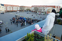 Zum 75. Jahrestag der Reichspogromnacht marschierten bis zu 200 Neonazis von der NPD durch die mecklenburgische Kleinstadt Friedland und protestierten gegen ein geplantes Fluechtlingsheim.<br />Mehrere hundert Gegendemonstranten demonstrieten lautstark gegen den Aufmarsch.<br />9.11.2013, Berlin<br />Copyright: Christian-Ditsch.de<br />[Inhaltsveraendernde Manipulation des Fotos nur nach ausdruecklicher Genehmigung des Fotografen. Vereinbarungen ueber Abtretung von Persoenlichkeitsrechten/Model Release der abgebildeten Person/Personen liegen nicht vor. NO MODEL RELEASE! Don't publish without copyright Christian-Ditsch.de, Veroeffentlichung nur mit Fotografennennung, sowie gegen Honorar, MwSt. und Beleg. Konto:, I N G - D i B a, IBAN DE58500105175400192269, BIC INGDDEFFXXX, Kontakt: post@christian-ditsch.de<br />Urhebervermerk wird gemaess Paragraph 13 UHG verlangt.]
