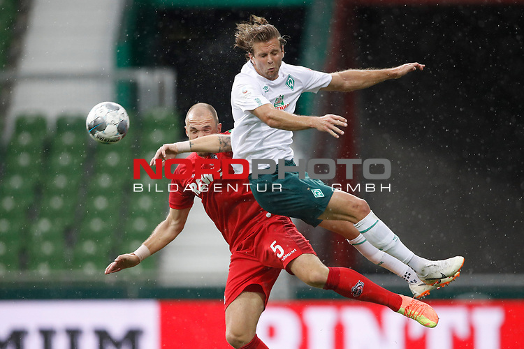 27.06.2020, wohninvest , nphgm001, WESERSTADION, Bremen, Ligaspiel, 1. Bundesliga, SV Werder Bremen vs 1. FC Koeln, im Bild v.l. Rafael Czichos (5, Koeln), Niclas Fuellkrug (11, Bremen)<br /> Foto: Joachim Sielski/Sielski-Press/Pool/gumzmedia/nordphoto<br />