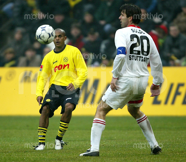 1. Fussball Bundesliga 2003/2004 Borussia Dortmund - VFB Stuttgart (0:2) Ewerthon (BVB, l) gegen Zvonimir Soldo (VFB).