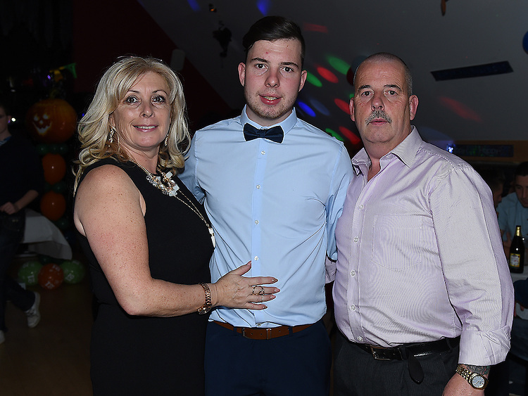 Dean Maguire celebrating his 21st birthday in the Thatch with parents Paul and Ann. Photo:Colin Bell/pressphotos.ie