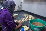 Haifa - pasticceria. realizzazione di dolci tipici di origine medio orientale<br /> Haifa - pastry shop. making off