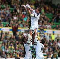 Clermont Auvergne's Flip van der Merwe wins a line-out ball against Northampton Saints's Alex Moon<br /> <br /> Photographer Stephen White/CameraSport<br /> <br /> European Rugby Challenge Cup - Northampton Saints v Clermont Auvergne - Saturday 13th October 2018 - Franklin's Gardens - Northampton<br /> <br /> World Copyright © 2018 CameraSport. All rights reserved. 43 Linden Ave. Countesthorpe. Leicester. England. LE8 5PG - Tel: +44 (0) 116 277 4147 - admin@camerasport.com - www.camerasport.com