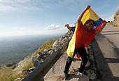 Un aficionado Colombiano saluda el paso de los punteros de la sexta etapa del tour de San Luis, Argentina, entre Achiras y Filo Sierras Comechingones, 24 de enero de 2015. Rodolfo Torres, del Team Colombia, lleg&oacute; sedungo y Nairo Quintana, del Equipo Movistar, en cuarto lugar.<br /> Foto: Maximiliano Amena/Archivolatino para Movistar Colombia<br /> <br /> COPYRIGHT: Archivolatino<br /> Prohibida su venta y su uso comercial sin autorizaci&oacute;n