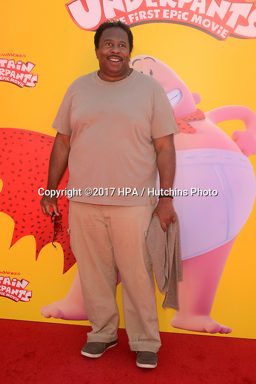 """LOS ANGELES - MAY 21:  Leslie David Baker at the """"Captain Underpants"""" Los Angeles Premiere at the Village Theater on May 21, 2017 in Westwood, CA"""