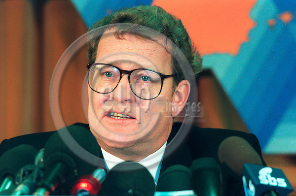 BRUSSELS - BELGIUM - 1993 02 02 -- Niels HELVEG PETERSEN the Danish Foreign Minister giving a press conference at the European Council.   PHOTO: ERIK LUNTANG / EUP-IMAGES.COM