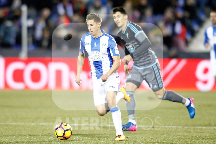 CD Leganes' Alexander Szymanowski (l) and Celta de Vigo's Pedro Pablo Hernandez during La Liga match. January 28,2017. (ALTERPHOTOS/Acero)