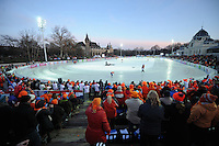 SCHAATSEN: BOEDAPEST: Essent ISU European Championships, 08-01-2012, Citypark Icerink Boedapest, Városligeti Müjégpálya, Oranje publiek, ©foto Martin de Jong