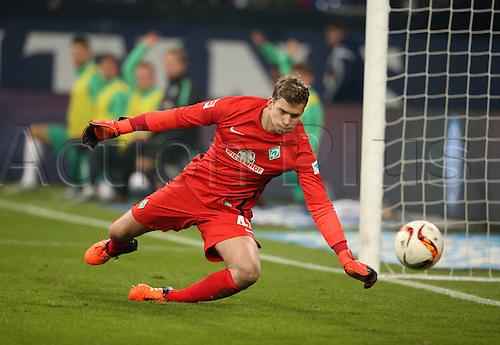 24.01.2016. Gelsenkirchen, Germany. German Bundesliga soccer match between FC Schalke 04 and Werder Bremen in the Veltins Arena. Felix Wiedwald keeper of Werder Bremen  makes the save