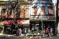 ATENCAO EDITOR: FOTO EMBARGADA PARA VEICULOS INTERNACIONAIS. - RIO DE JANEIRO, RJ, 06 DE SETEMBRO 2012 - AMEACA DE DESPEJO NA RUA DA CARIOCA - Ilustres e tradicionais inquilinos dos sobrados do lado esquerdo da Rua da Carioca, tombada pelo patrimonio estadual desde 1982, estao ameaçados de despejo. Proprietaria dos 42 imoveis, a Ordem Terceira de Sao Francisco da Penitencia, anunciou a venda do lote por mais de R$ 54 milhoes e notificou os ocupantes. A decisao pode significar o fim de estabelecimentos como o Bar Luiz e a centenaria loja de instrumentos Guitarra de Prata, no centro do Rio de Janeiro.(FOTO: MARCELO FONSECA / BRAZIL PHOTO PRESS).