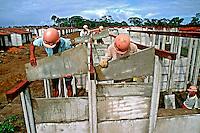 Construção de casas populares em Feira de Santana. Bahia. 1996. Foto de Salomon Cytrynowicz.
