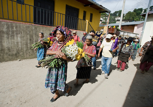 In Guatemala, too often death comes with a huge financial burden for families who are left to deal not only with a hard time of losing a loved one but also with a huge debt for the wake and funeral in addition to their lack of daily necessities.