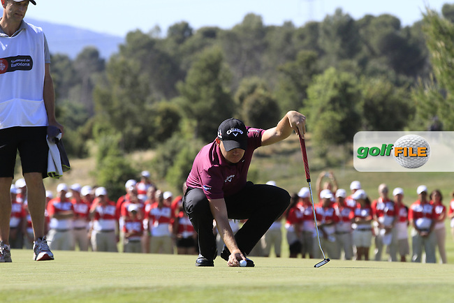 James Morrison (ENG) lines up a putt on the 18th green to win the Open de Espana  in Club de Golf el Prat, Barcelona on Sunday 17th May 2015.<br /> Picture:  Thos Caffrey / www.golffile.ie